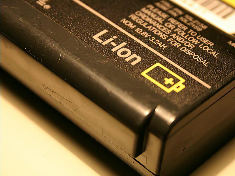 Pin dùng lâu bị suy giảm chất lượng dẫn đến laptop không sạc pin được